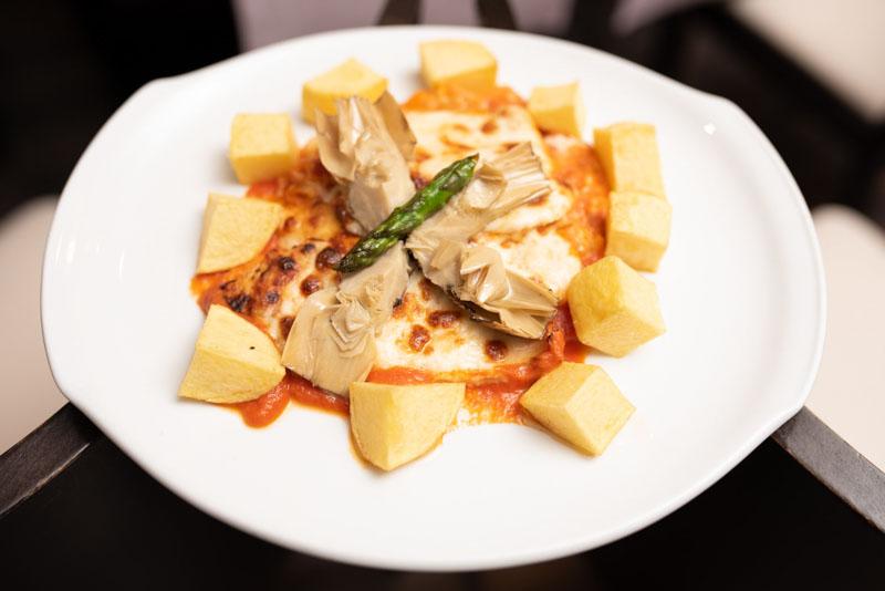Pechuga de pollo de corral gratinada con provolone