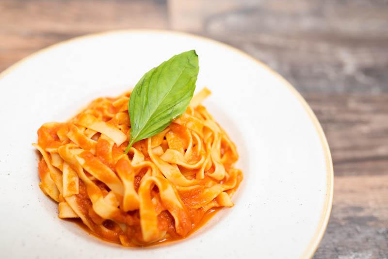 pasta fresca con tomate